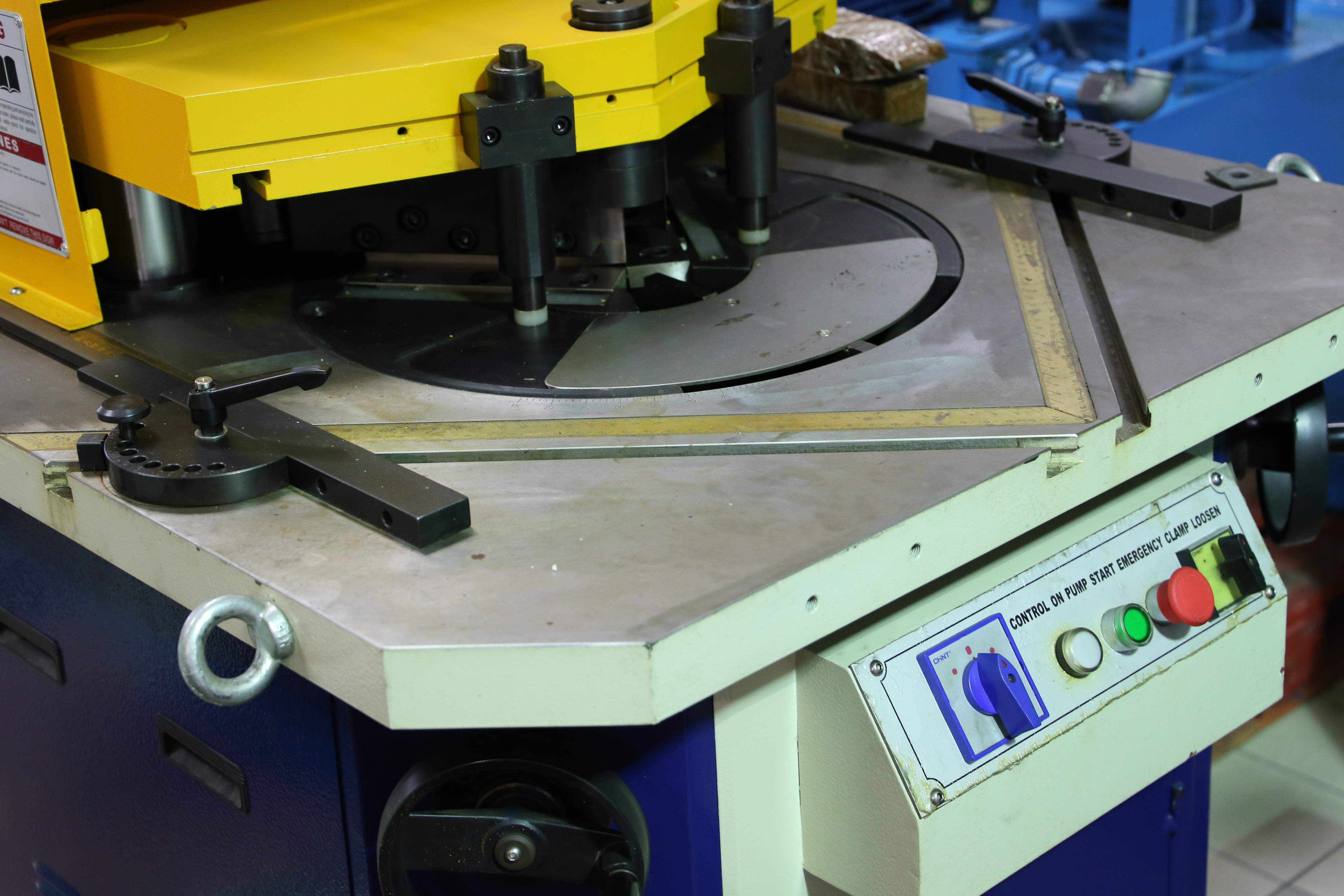 Hidraulične škare za lim - kutne QC28Y 4x200 mm