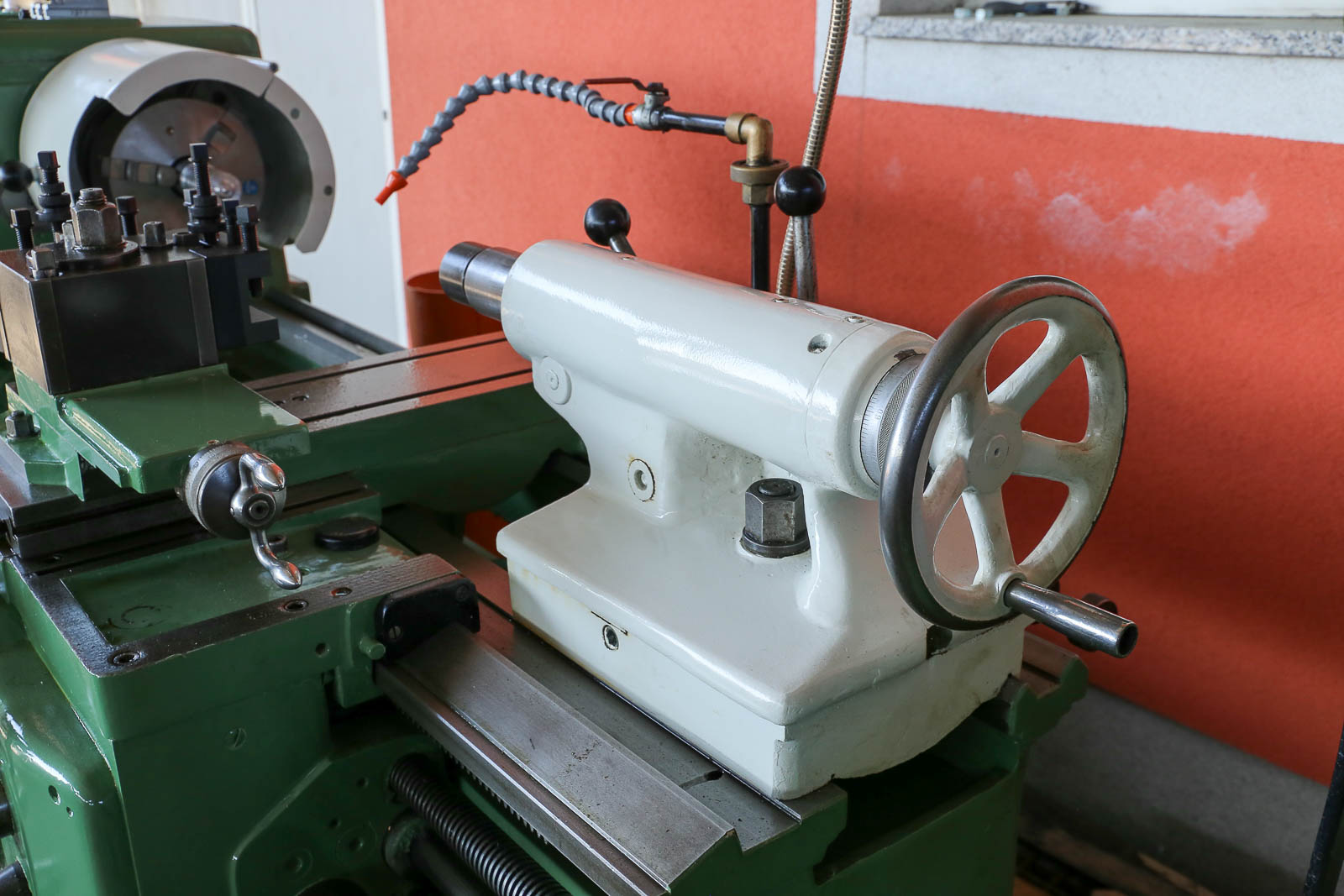 Tokarski stroj Prvomajska TNP 200 x 800 mm